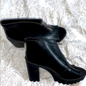 Torrid Open Toe Leather Zip Front Ankle Bo…